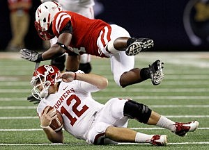 Former Nebraska linebacker Lavonte David (top) could compete for a starting job at outside linebacker if the Eagles draft him tonight. (Photo by Tom Pennington/Getty Images)