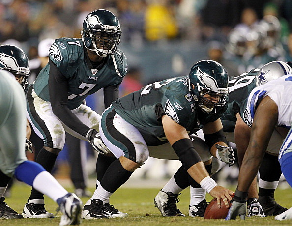 Philadelphia Eagles lines up under center Jason Kelce #62 against the Dallas Cowboys